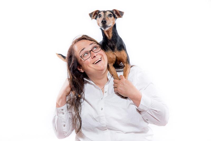 Stephanie Grath ist für Sie da in den Bereichen: Tierärztliche Versorgung, Verhaltenstherapie, Hundetraining, Pensionsgassigänger und Referentin für Seminare